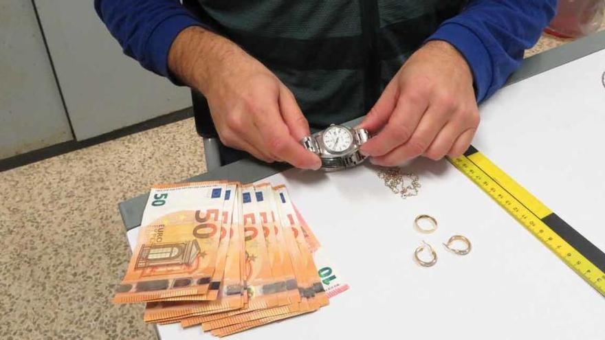 Polizei nimmt Rolexdiebe auf dem Flughafen fest