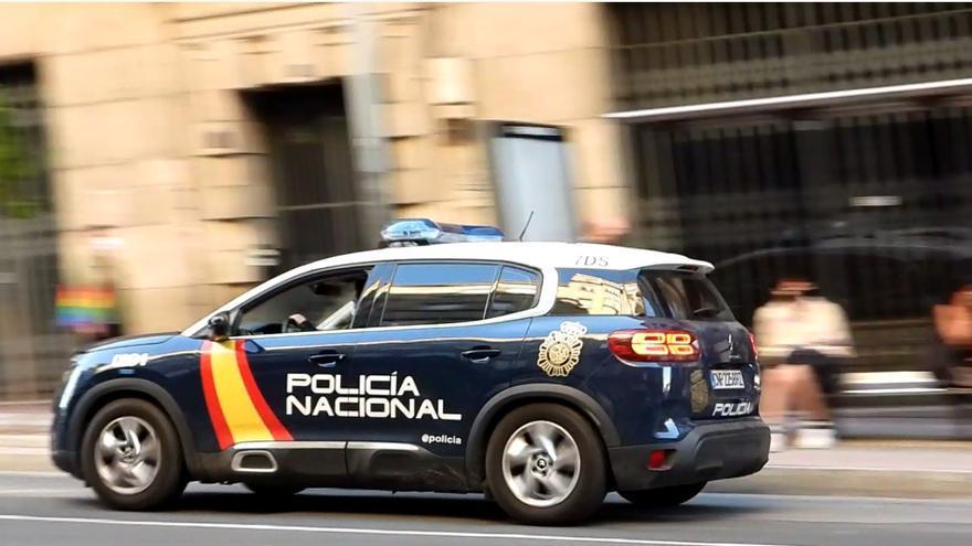 Asalta a la víctima en el coche con un cuchillo y la obliga a ir al cajero a retirar 600 euros