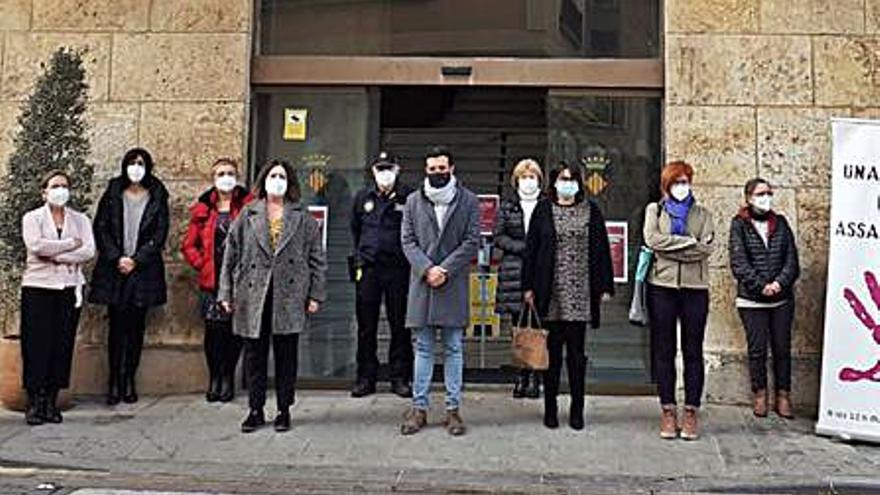Sagunt insta a denunciar el maltrato tras los nuevos crímenes en España