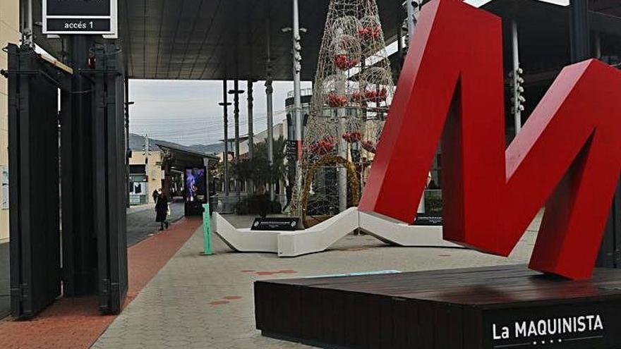 Els centres comercials obren després d'estar un mes tancats