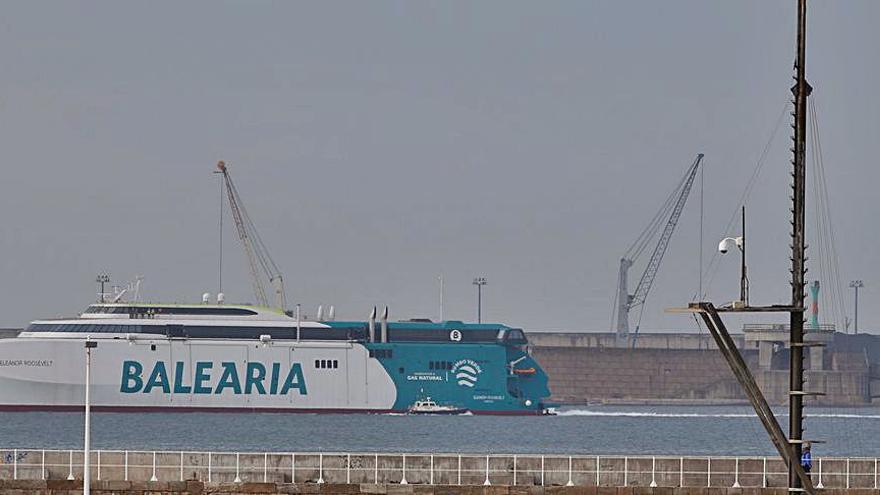 Baleària prueba con éxito en Gijón el mayor ferry rápido propulsado a gas