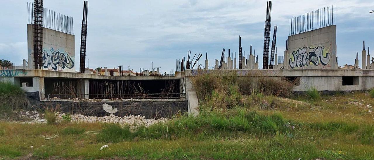 La estructura abandonada del Centro Ecuménico de Oliva. | LEVANTE-EMV