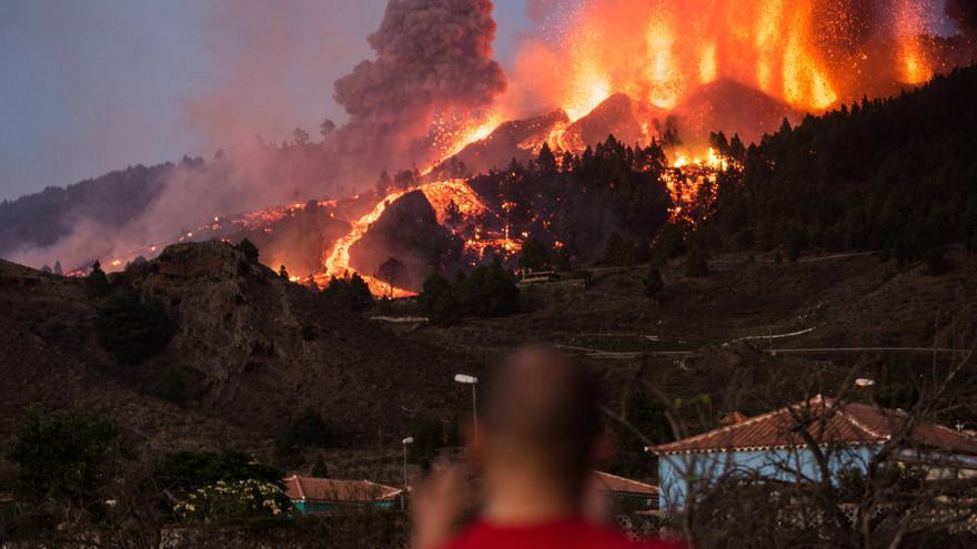 El volcán Cumbre Vieja continúa expulsando lava desde este domingo
