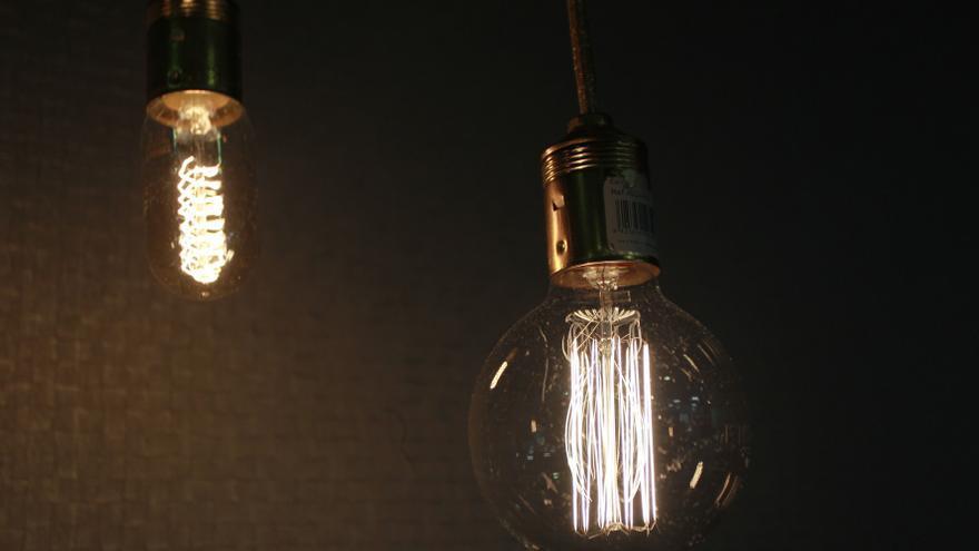El precio de la luz repunta este miércoles un 18%, hasta los 105,4 euros/MWh