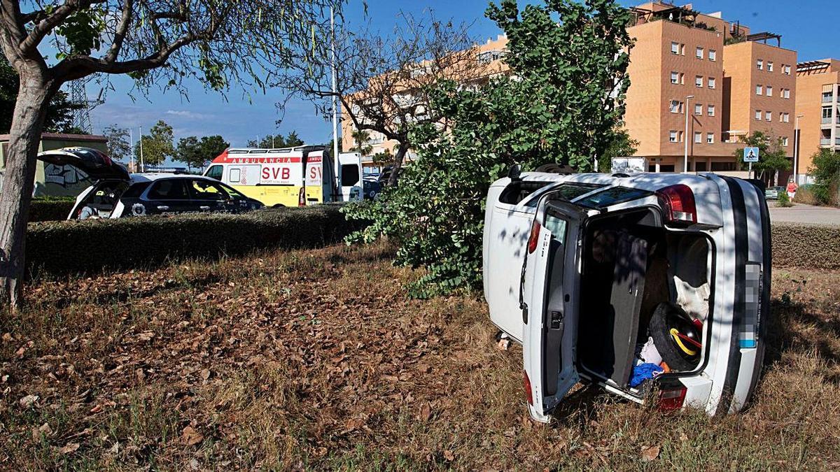 Aparatoso accidente de tráfico en Sagunt   DANIEL TORTAJADA