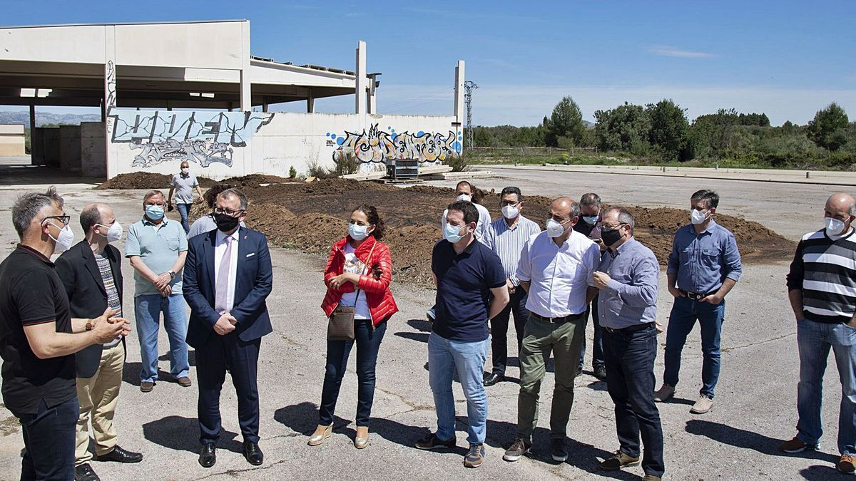 El presidente de la Diputación encabezó ayer la visita a la planta de Sant Mateu, a la que también asistió, entre otros, el director general de Calidad Ambiental.
