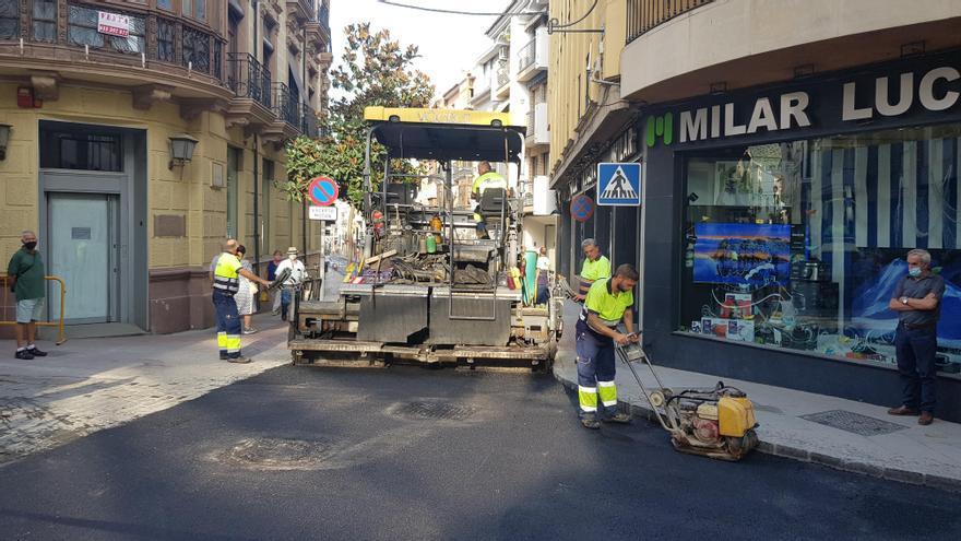 El Plan de Asfalto afecta este año a 14 calles de Lucena y sus aldeas