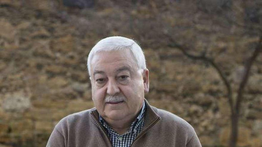 Piden inhabilitar al exalcalde de Ribera de Arriba por contratar a dedo un proyecto