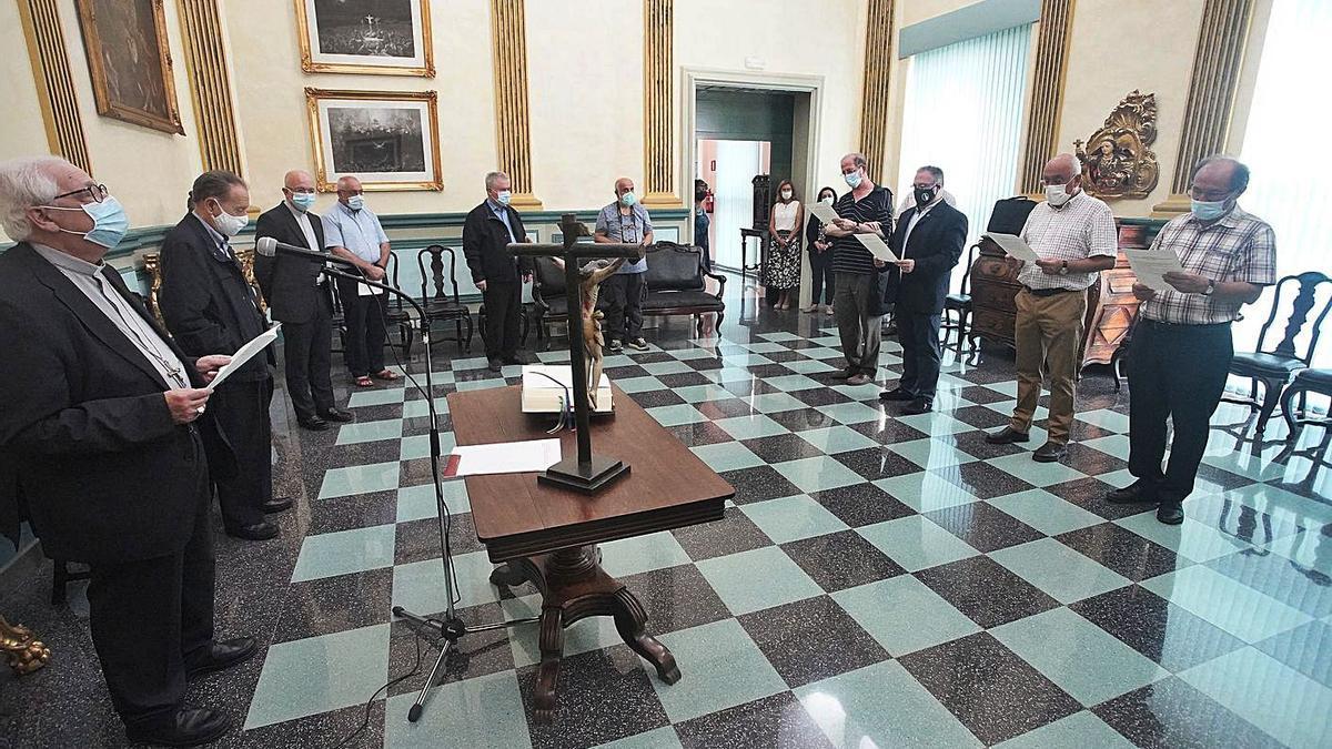 Francesc Pardo i la resta de càrrecs, dijous, durant la celebració de l'acte.  | MARC MARTÍ