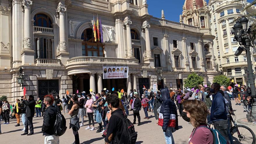 València grita contra el racismo y el fascismo