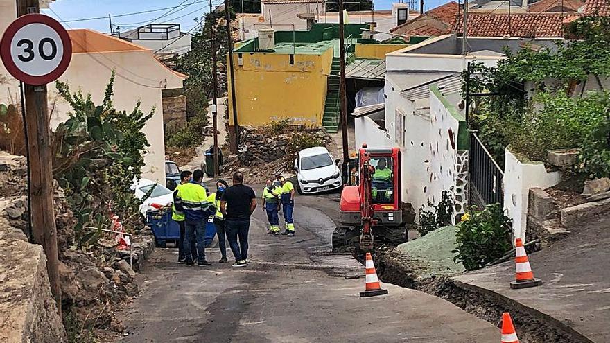 El Ayuntamiento de Guía de Isora y Entemanser renuevan la red de agua de Acojeja