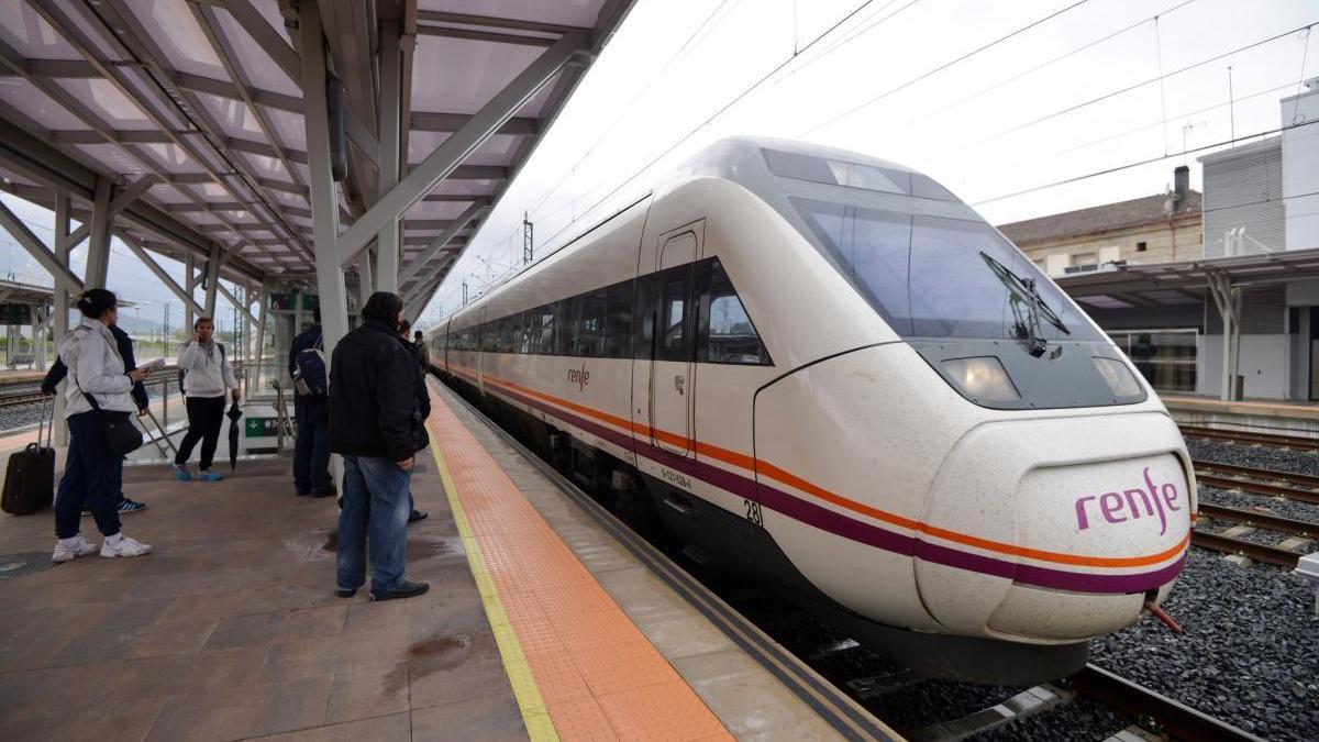 Llegada de un tren a la estación de Pontevedra. // G. Santos