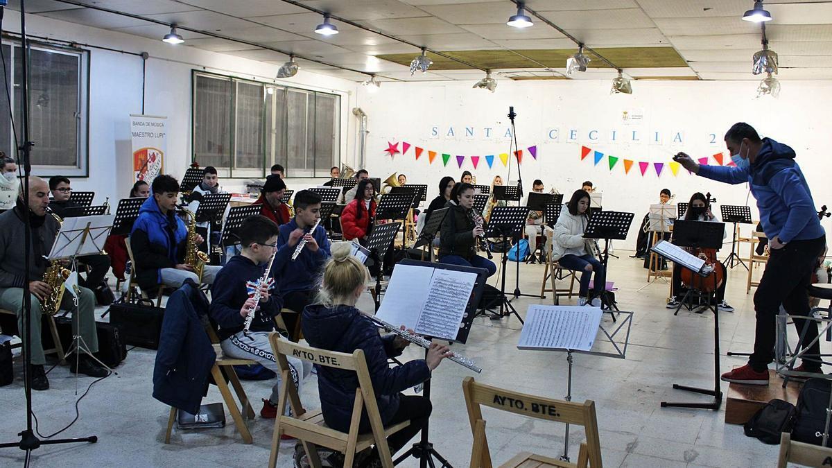 Banda de Música Maestro Lupi en su nuevo local de ensayo. | Marta Hernando