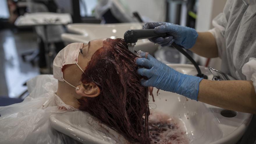 Medio centenar de peluquerías, barberías y centros de estética de Benavente piden el IVA reducido