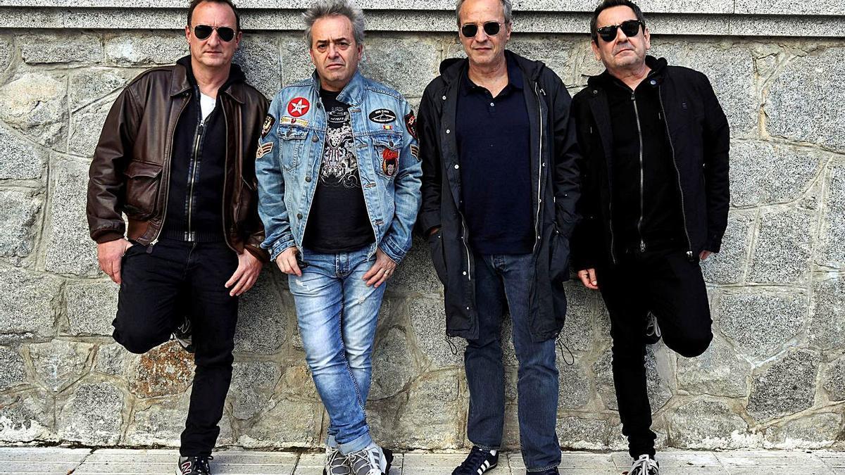 David Summers, tercero por la izquierda, con el resto de miembros de Hombres G.     // KIKO HUESCA
