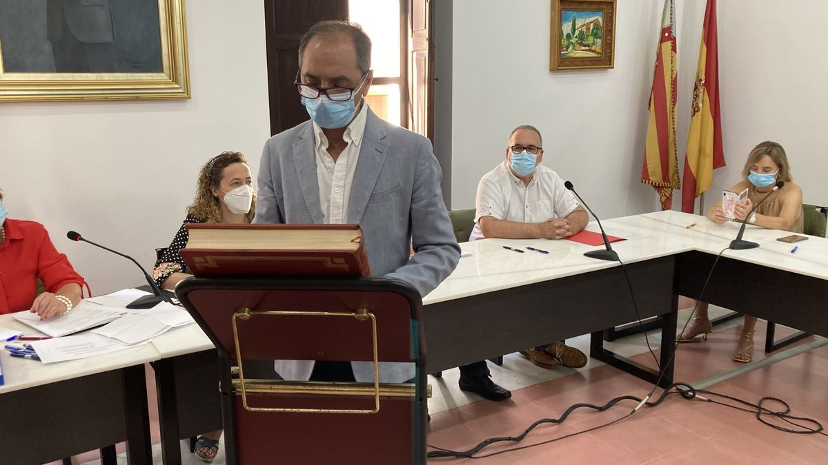 Román Garrigós, durante su toma de posesión como alcalde de Villalonga