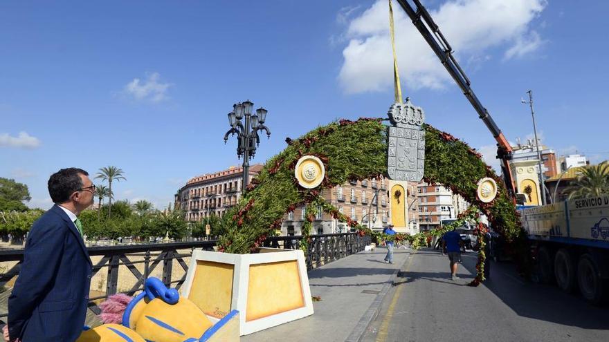 Un arco floral de 12 metros de altura recibirá mañana a la Fuensanta en Murcia