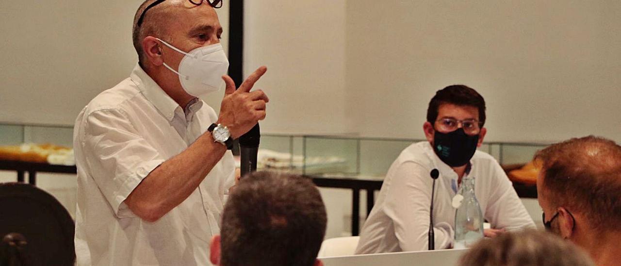 El arquitecto Fermí Sala durante su explicación del proyecto, el pasado lunes | LEVANTE-EMV
