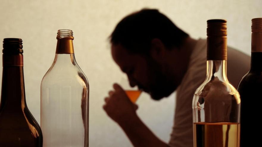 Los riesgos del alcoholismo en tiempos de confinamiento
