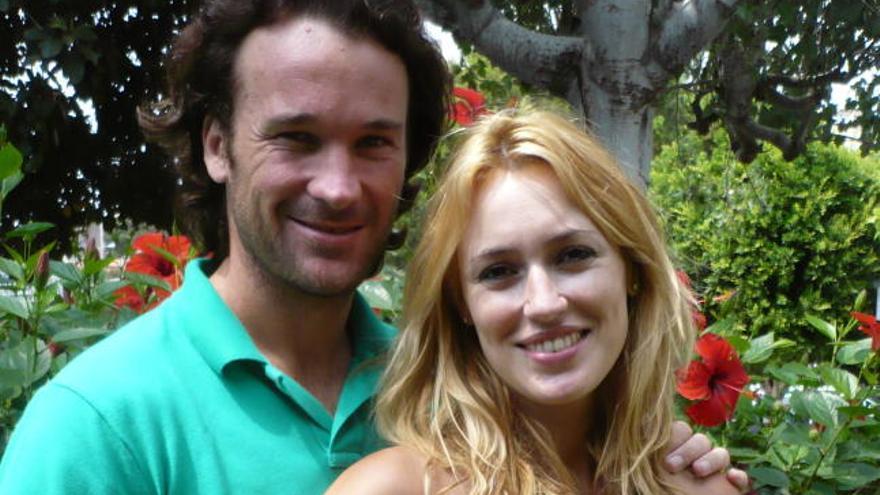 Carlos Moya y Carolina Cerezuela, padres de un niño