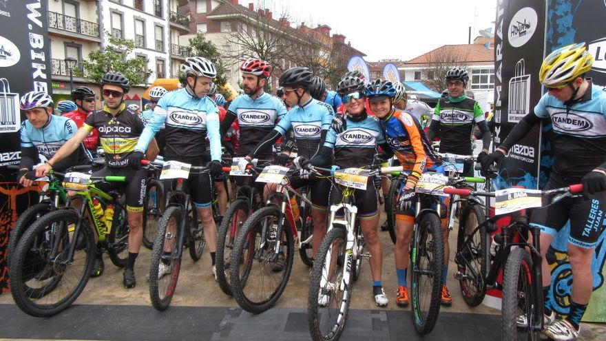 """Rocío Gamonal y David Ovín, campeones de la IX Bike Maratón """"Montes del Sella"""""""