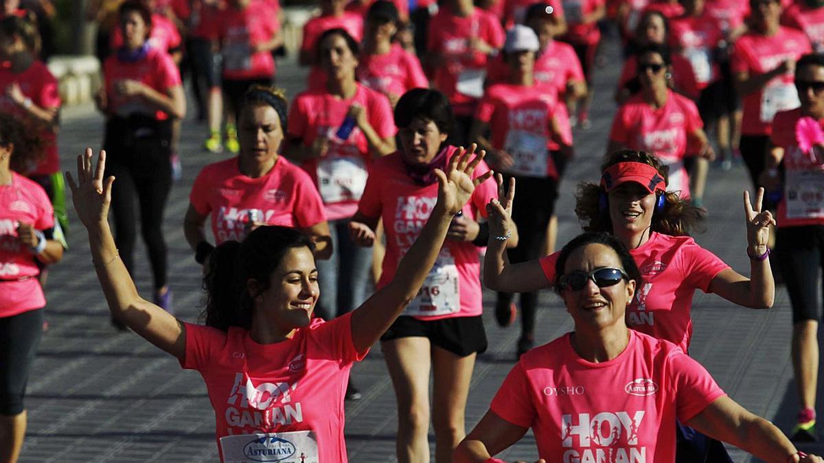 Participantes en la Carrera de la Mujer de València de 2017.  | F. CALABUIG