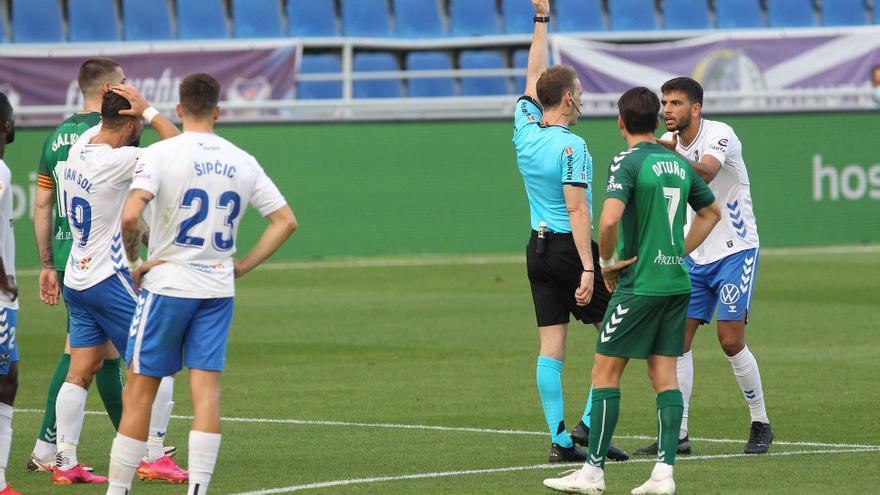 Empate del Tenerife en un partido accidentado (1-1)