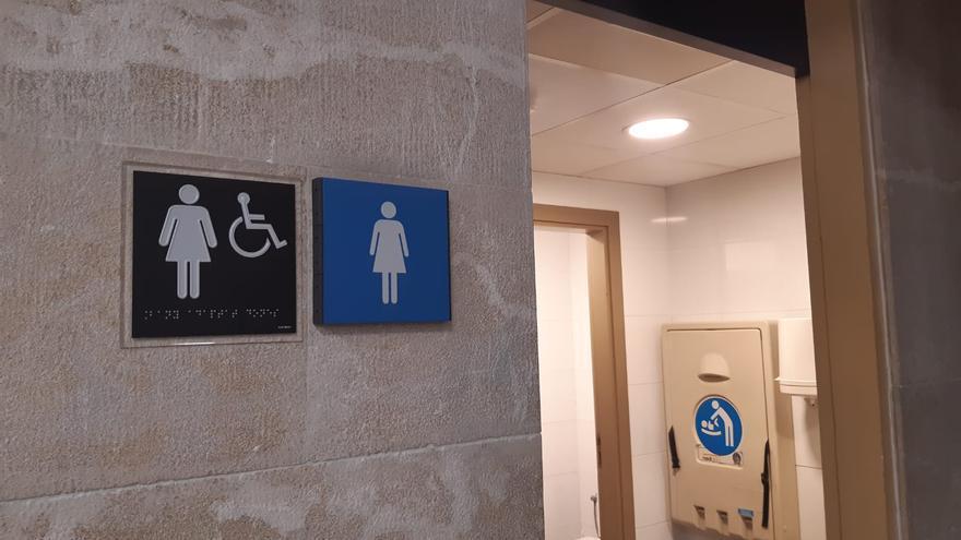 Cort permite el acceso ciudadano a los baños situados en dependencias municipales