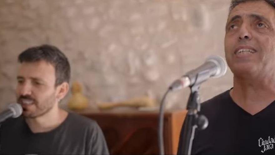 Botifarra canta en castellano con Ciudad Jara