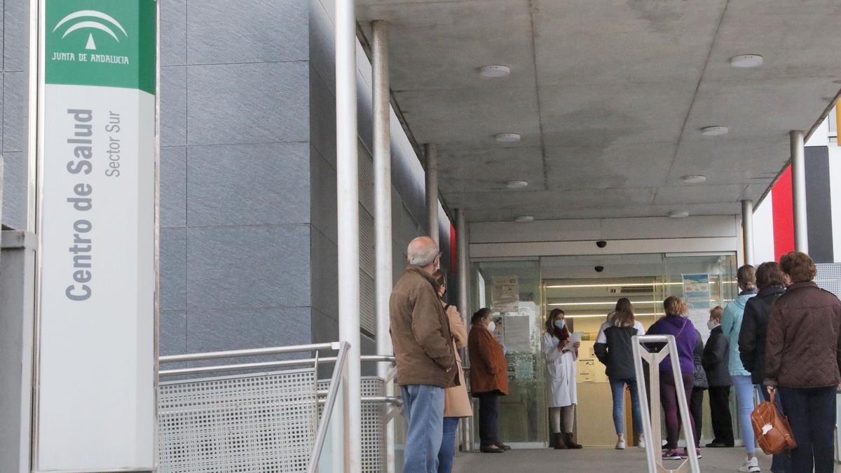 Centro de salud del Sector Sur, que tiene activas sus urgencias todo el año.