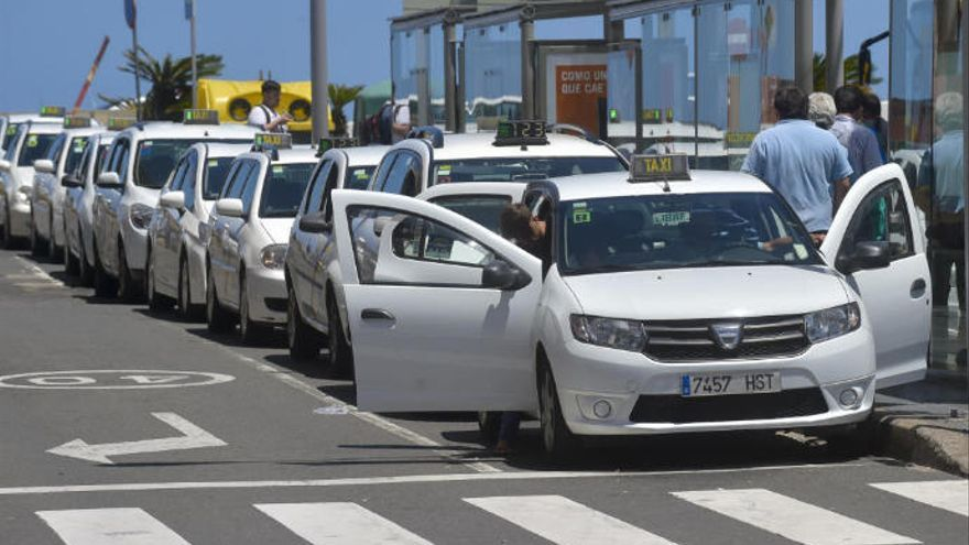 """Los taxistas de la ciudad acusan de """"trato discriminatorio"""" al concejal de Movilidad"""
