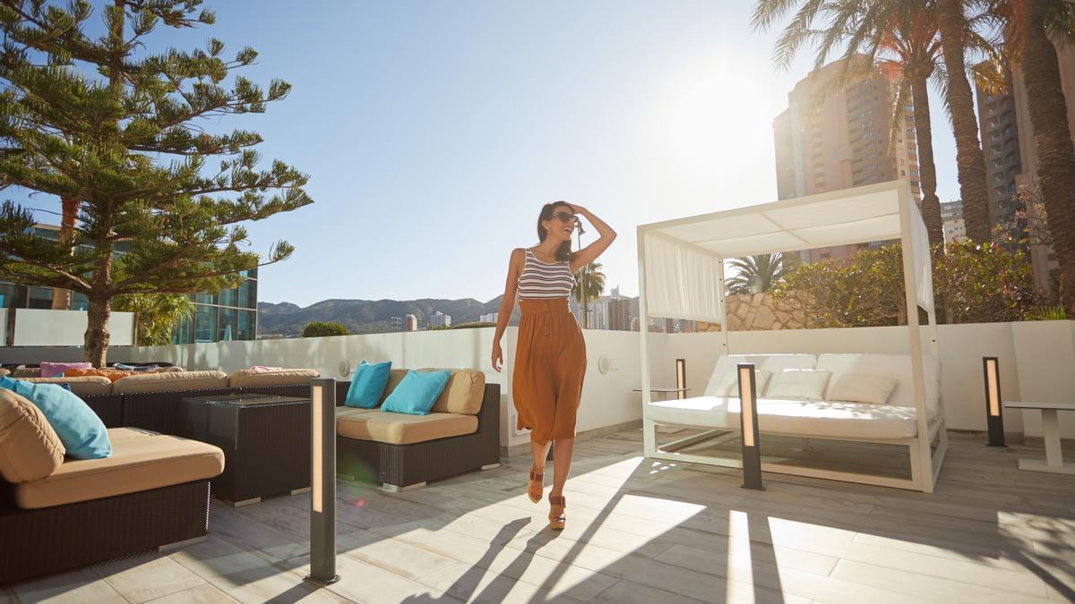 Sandos Benidorm Suites se encuentra a tan solo 800 metros de la playa de Levante.