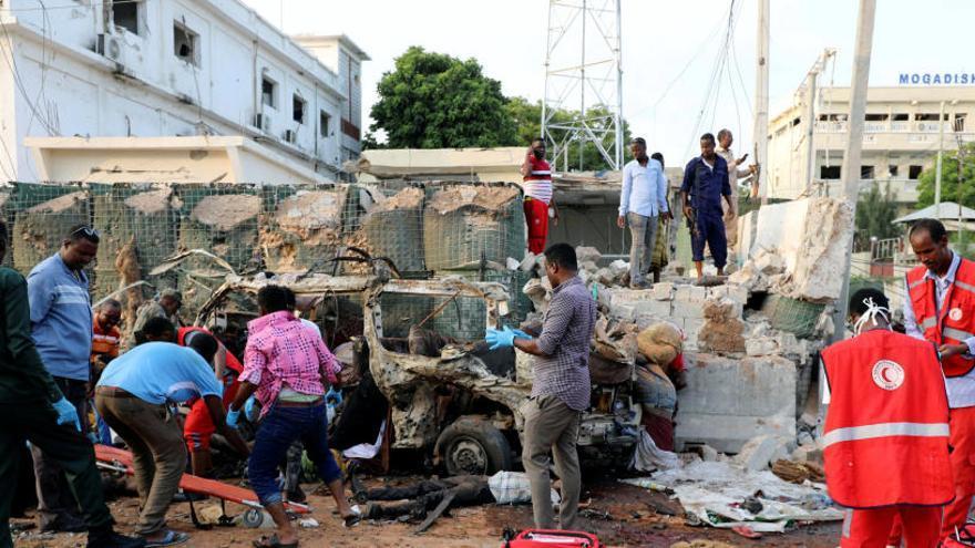 Al menos 13 muertos por 3 coches bomba en Somalia