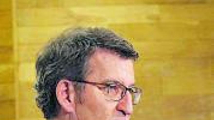 Feijóo reclama al Gobierno que permita el toque de queda a las seis de la tarde como en Francia