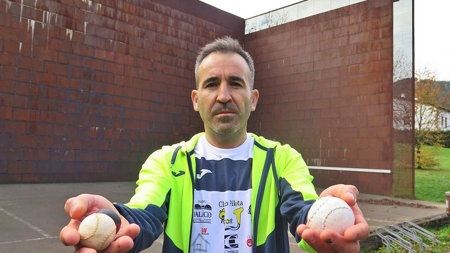 José Antonio Carbonell: «Hacen falta canchas al aire libre y personas que la inculquen para crear más afición a la pelota»