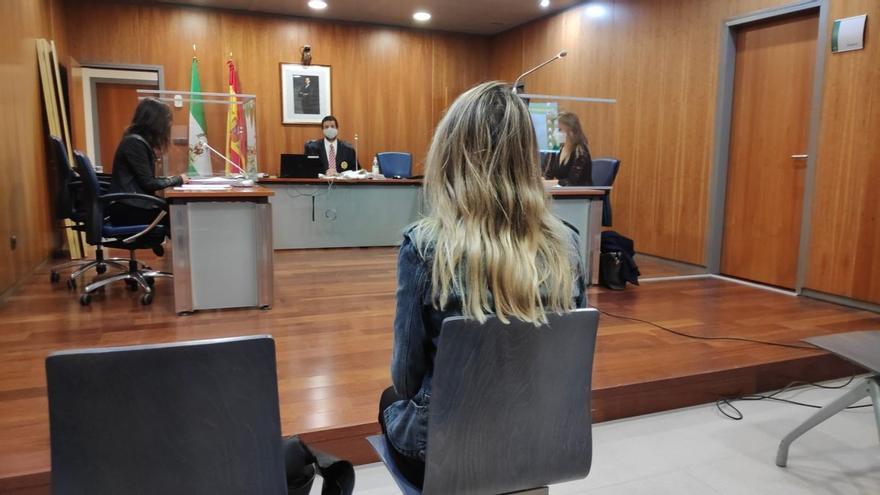 La Audiencia de Málaga confirma la condena a una mujer por la procesión del 'chumino rebelde'