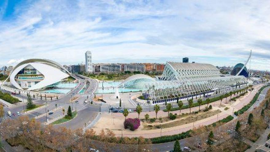 Escapada de otoño: cinco propuestas para disfrutar de la Ciutat de les Arts i les Ciències en Valencia