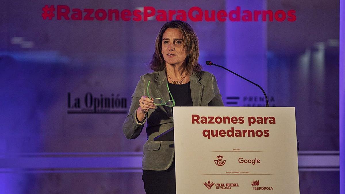 La ministra Teresa Ribera durante el foro de la despoblación organizado por LA OPINIÓN. | Emilio Fraile