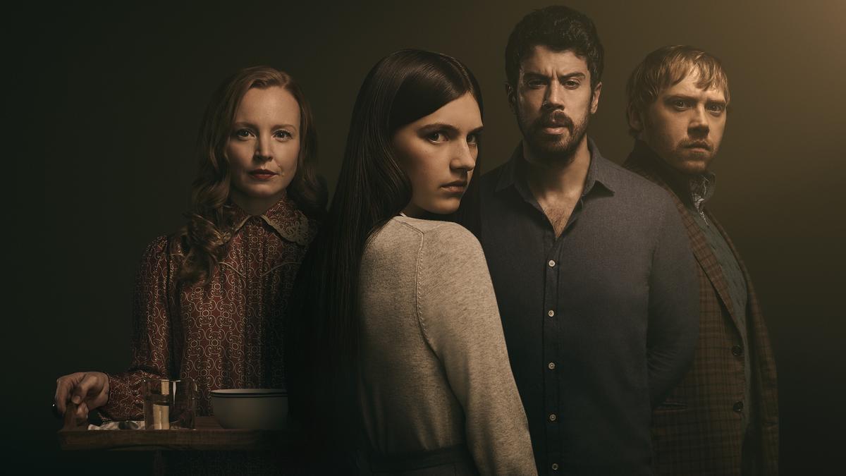Imagen del reparto de la serie Servant de Apple.
