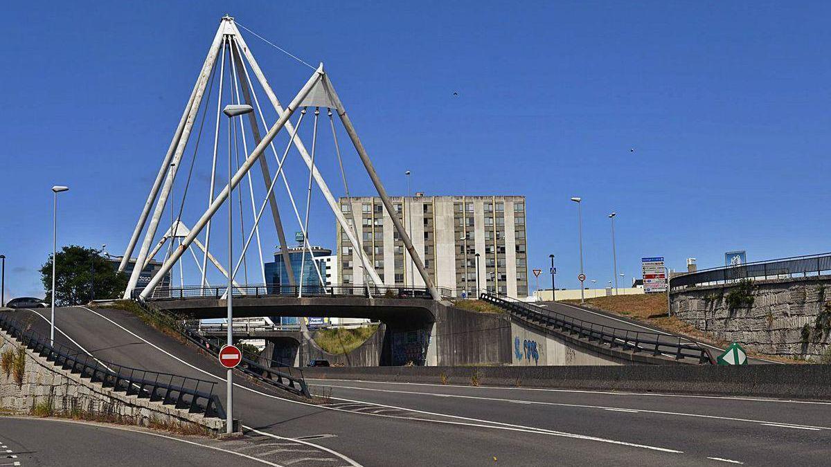Puente de la Avenida da Universidade sobre la avenida García-Sabell.