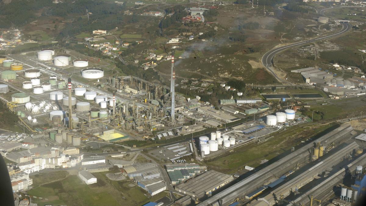 Vista aérea de la refinería de A Coruña