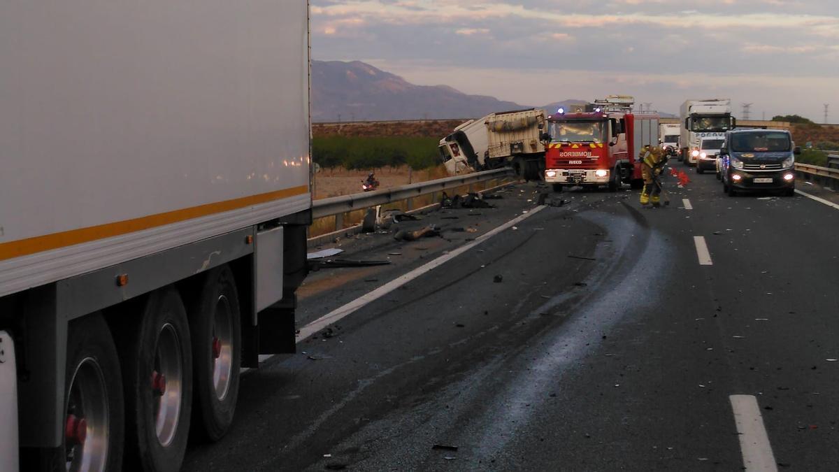 El estado de los camiones tras el accidente.