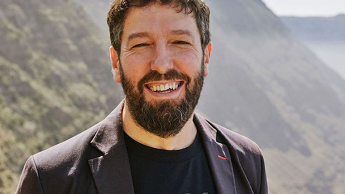 El director de Portocabo, Alfonso Blanco, en El Hierro.    // JAIME OLMEDO
