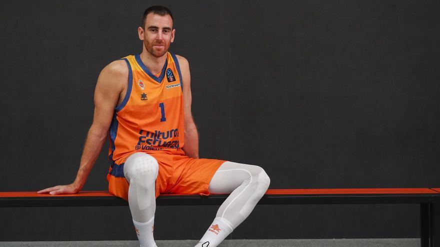 Víctor Claver: «Estaría bien ganar otro título con el Valencia Basket»