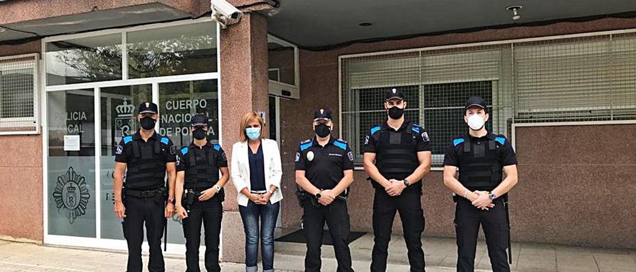 La alcaldesa recibió a los nuevos agentes auxiliares de Policía Local.