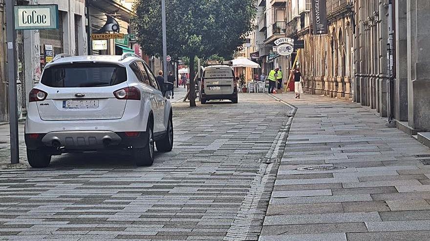 Invadir la zona peatonal se convierte en costumbre