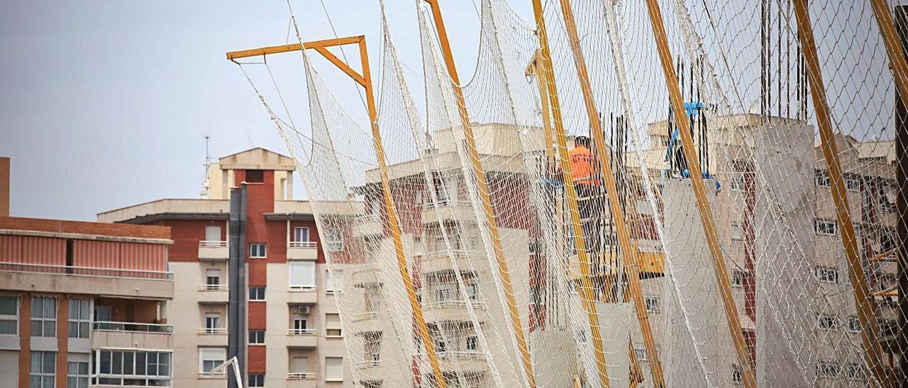 Obras de construcción de un edificio en Alicante.  |