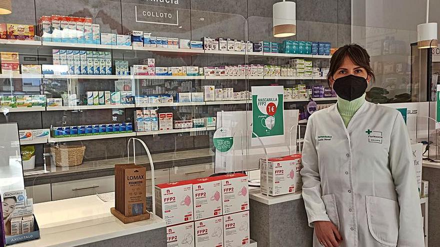 """Los ladrones """"encañonaron y arrinconaron"""" a la empleada de la farmacia de Colloto (Siero)"""