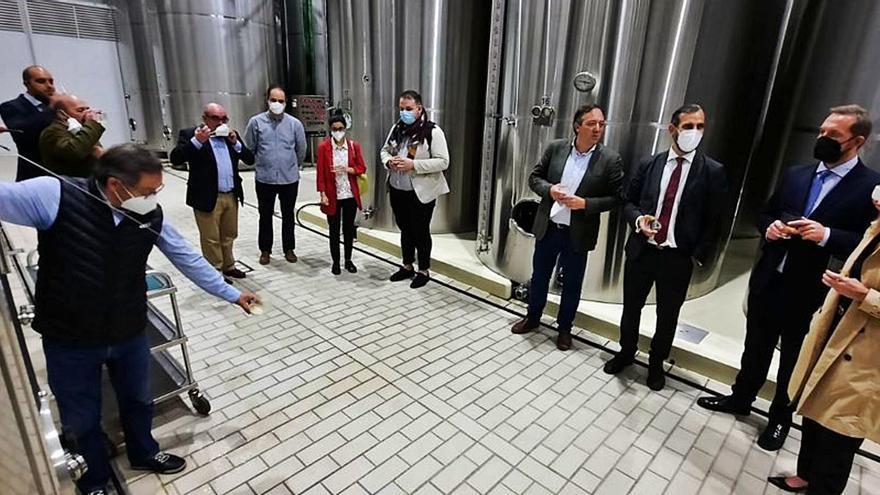 Valdés promete apoyo a la apuesta turística del Principado por la cultura sidrera
