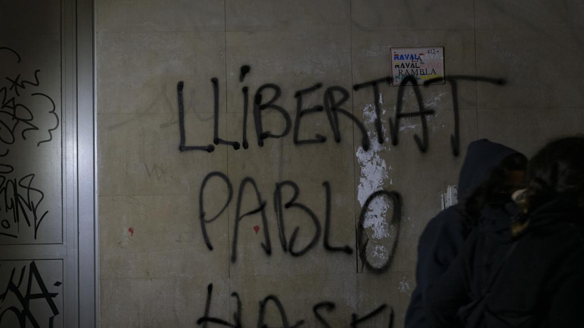 Una pintada en Barcelona en favor de la liberación de Pablo Hasél.